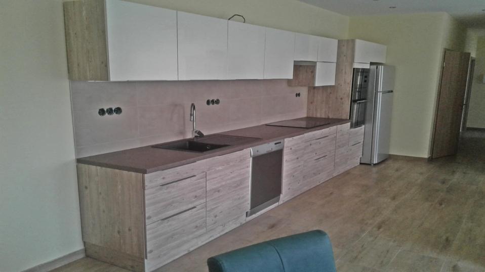 krem-fenyo-egysoros-modern-konyhabutor-16