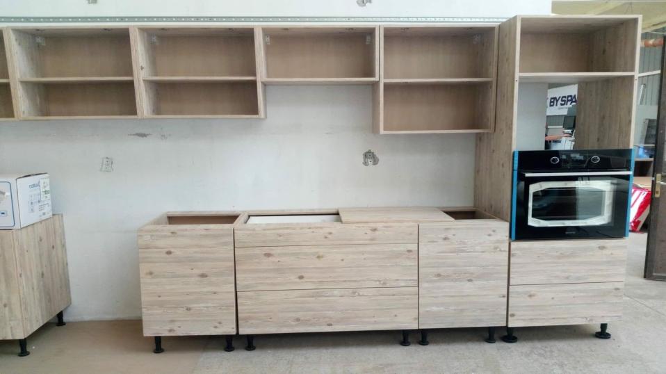 krem-fenyo-egysoros-modern-konyhabutor-9
